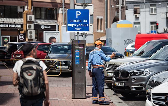 У центрі Києва помітили шахрая, який брав у жінки гроші за паркування