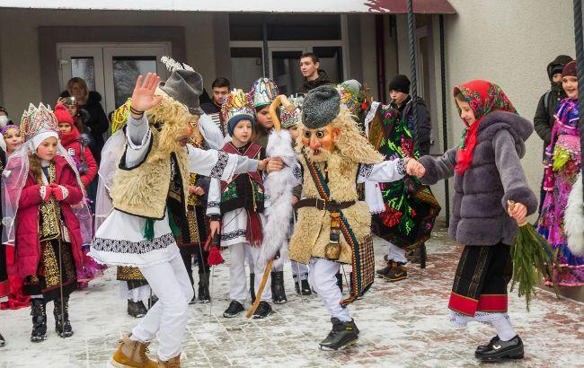 Яскравіше за карнавал у Венеції: українське село вражає незвичним святкуванням Маланки