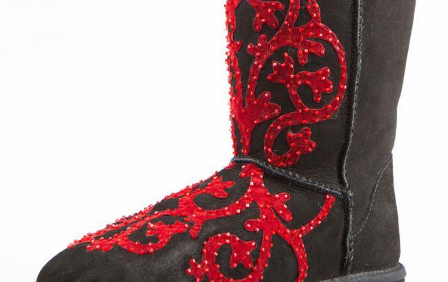 По форме гламурная обувь действительно похожа на настоящие валенки. Фото из открытых источников