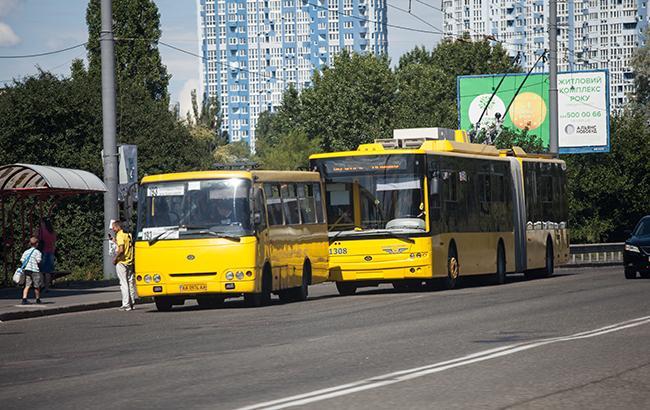 """В центре Киева троллейбус не выдержал количества пассажиров и """"прилег"""""""