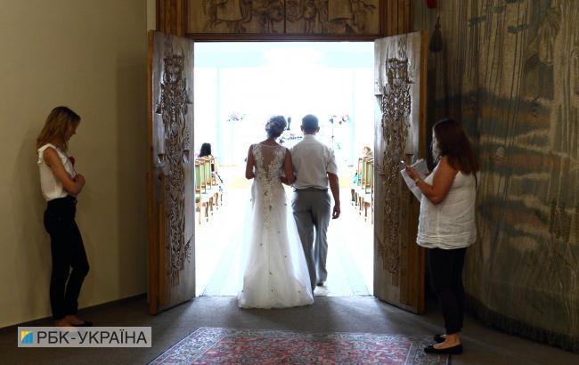В Минюсте назвали количество населенных пунктов, где можно оформить брак за сутки