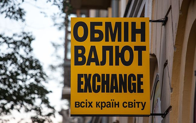 Аналітики прогнозують падіння курсу долара нижче 24 гривень