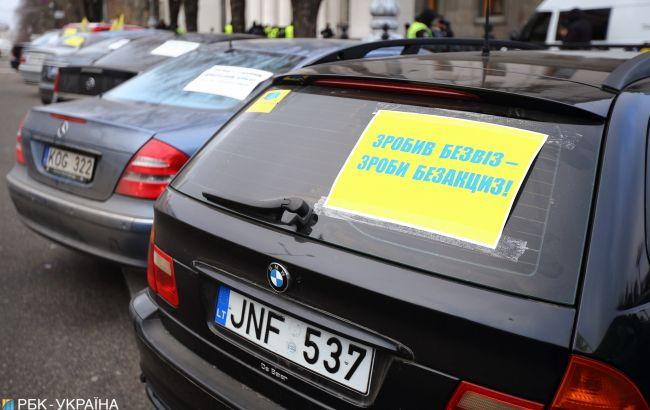 """Значне зниження штрафів за нерозмитнені """"євробляхи"""": завтра закон набираєчинності"""
