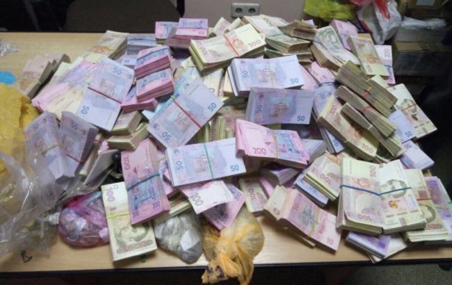 Фото: изъятые деньги (gp.gov.ua)