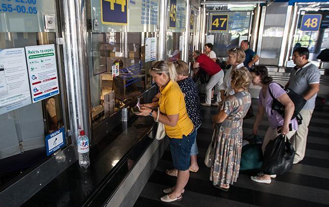 Квитків немає: українці скаржаться, що на курортні напрямки продано все до серпня