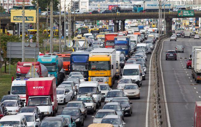Киев сковали пробки: на каких улицах затруднено движение