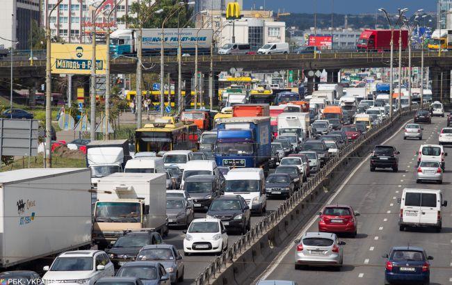 Пробки, ДТП и перекрытые улицы: что происходит на дорогах Киева