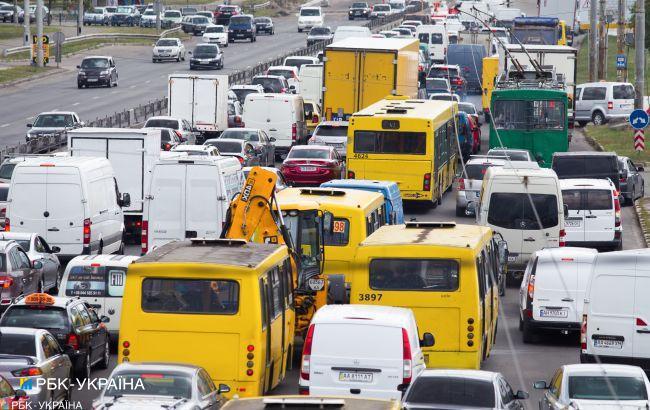 Локдаун в Киеве: на улицах пробки, транспорт работает по спецпропускам