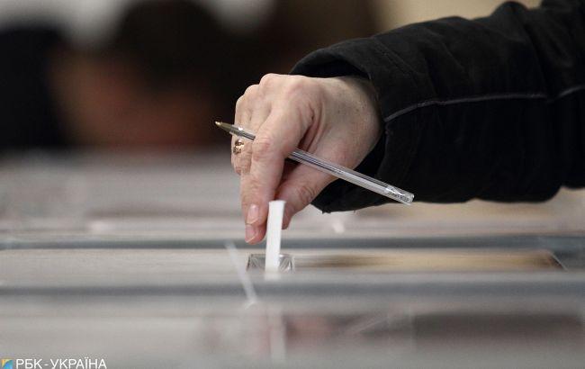 Во Львове на трех участках начали досрочно заполнять протокол о подсчете голосов