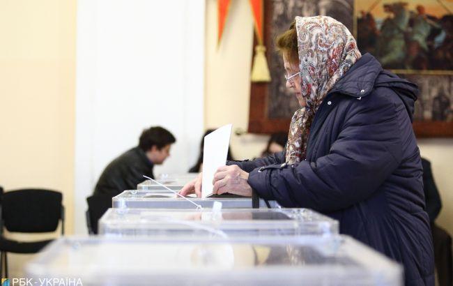 Вторая волна коронавируса может снизить явку на местных выборах в Украине