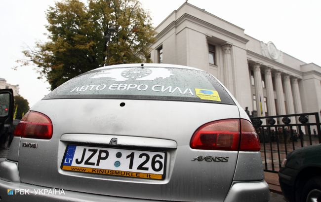 """В Україні пропонують розмитнити """"євробляхи"""" за новими правилами: які умови"""