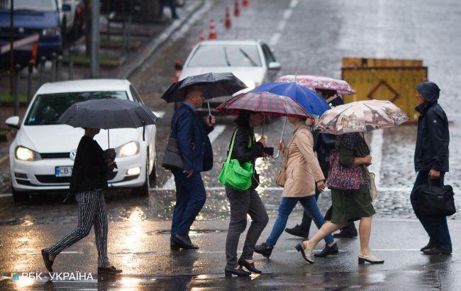 На початку травня по всій Україні очікуються зливи і грози: карта