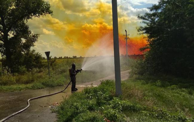 Сотрудники ГСЧС ликвидировали разлив азотной кислоты в Днепропетровской области