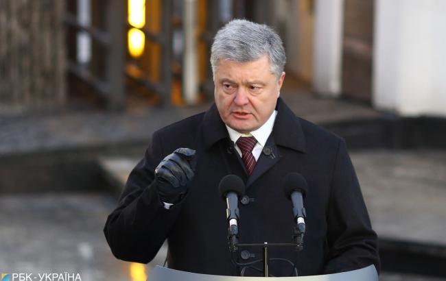 РФ у кілька разів збільшила кількість військової техніки вздовж українського кордону, - Порошенко