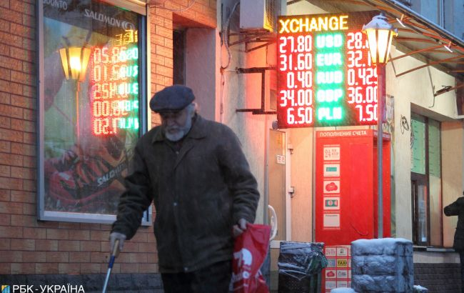 Курс доллара приостановил рост в обменных пунктах