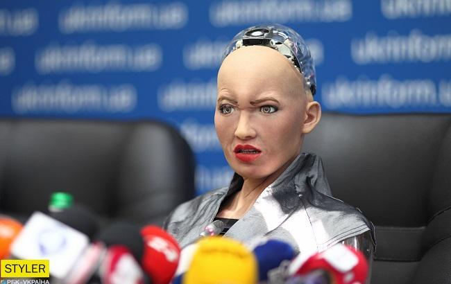 """""""Вона тепла"""": відомий український ведучий поцілувався з роботом Софією (відео)"""