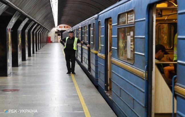 У Києві зупинений рух на синій гілці метро