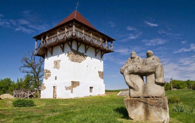 """""""Место силы"""": таинственное село со скальным храмом привлекает тысячи туристов"""