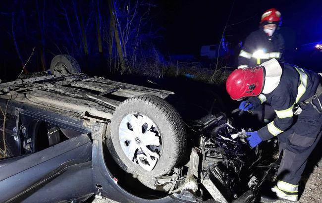 У Хмельницькій області машина злетіла в кювет, загинули три особи