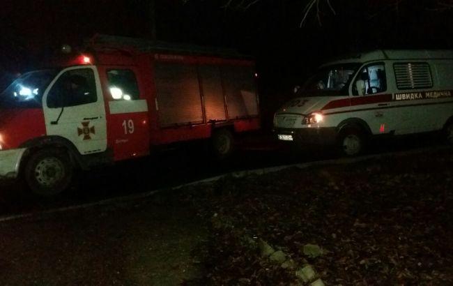 Фото: пожежний автомобіль і швидка (прес-центр ДСНС)