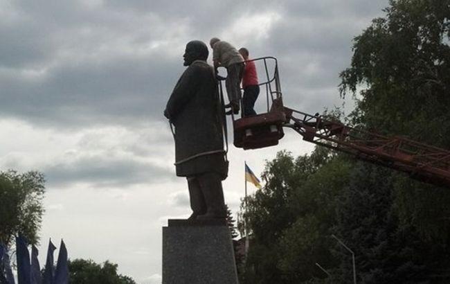 В Харьковской обл. демонтировали памятник Ленину