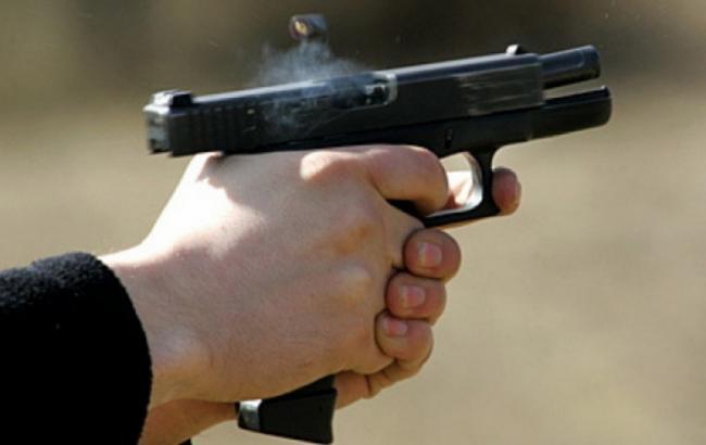 Фото: Сотрудники Патрульной полиции стреляют (izvestia.kiev.ua)