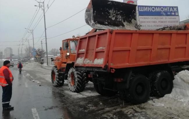 Коммунальщики за два дня убрали с киевских улиц 5,5 тысяч тонн снега, - КГГА