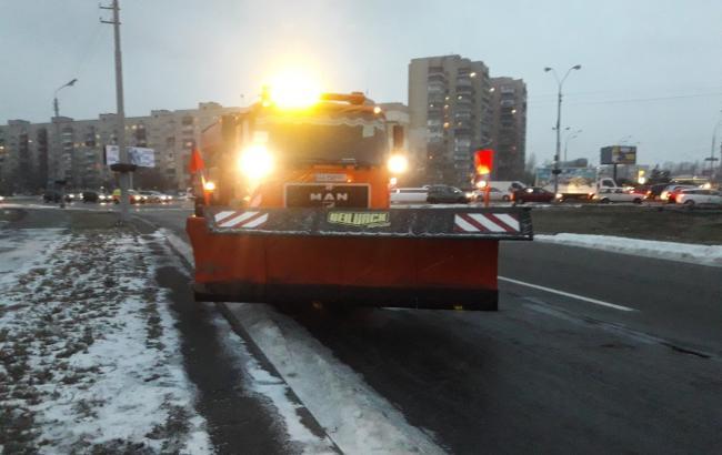 """Спецтехника """"Киевавтодора"""" расположена на исходных позициях в связи с прогнозируемым снегом"""