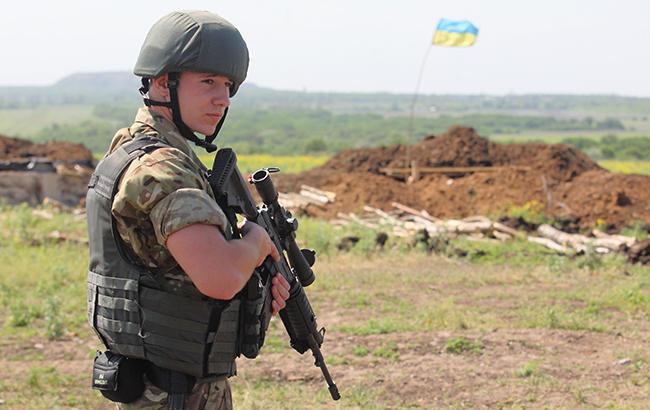 Фото: Український боєць АТО (РБК-Україна)