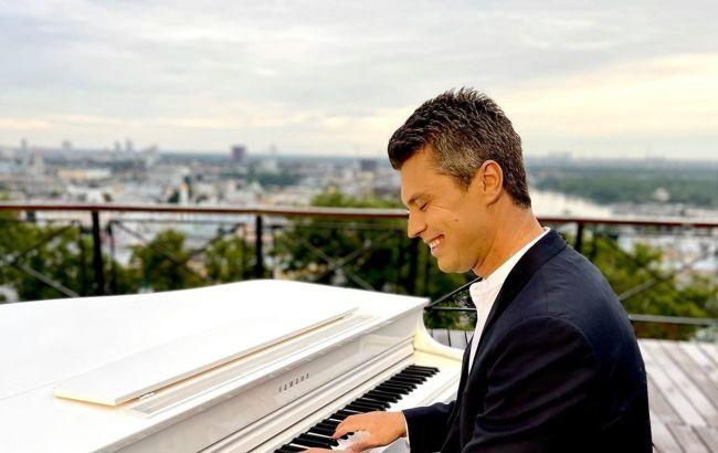 """Віртуоз Хмара з екстримом зіграв на роялі посеред скель в Йорданії: """"дивом вдалося утримати"""""""