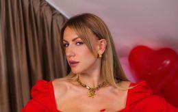 В ультраміні і з трендовою зачіскою: Леся Нікітюк підкорила сміливим образом