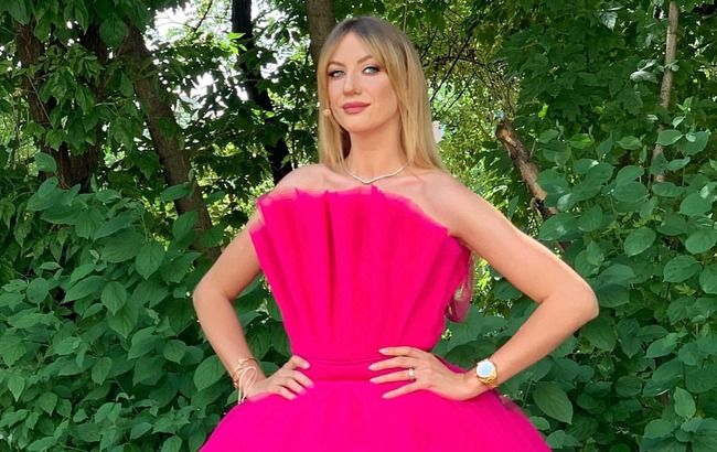 Украинская Барби: длинноногая Леся Никитюк взбудоражила сеть фотосетом в мини
