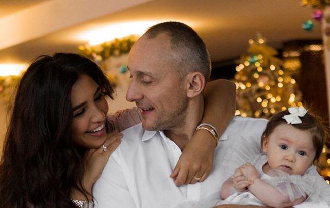 Все время хочет накормить: Санта Димопулос растрогала признанием о муже и детях