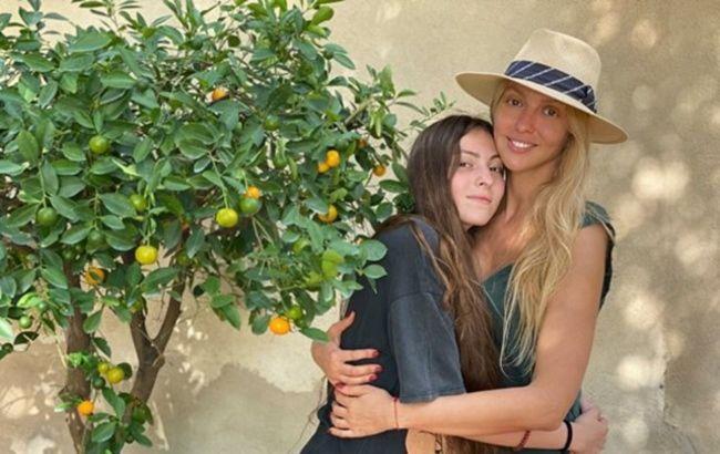 Люблю и горжусь: Оля Полякова похвасталась неожиданными рокерскими талантами дочери