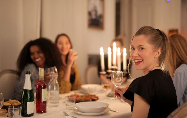 5 принципов здорового праздничного ужина: как поесть вкусно и не набрать лишнего