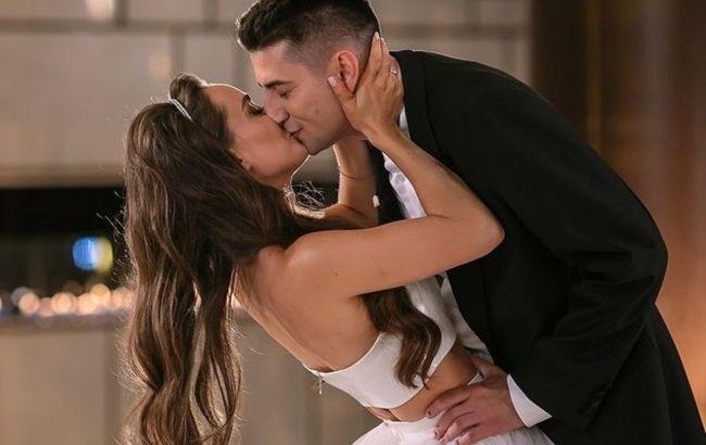 Мішину і Еллерта раптово застукали на весіллі: актриса зловила букет нареченої