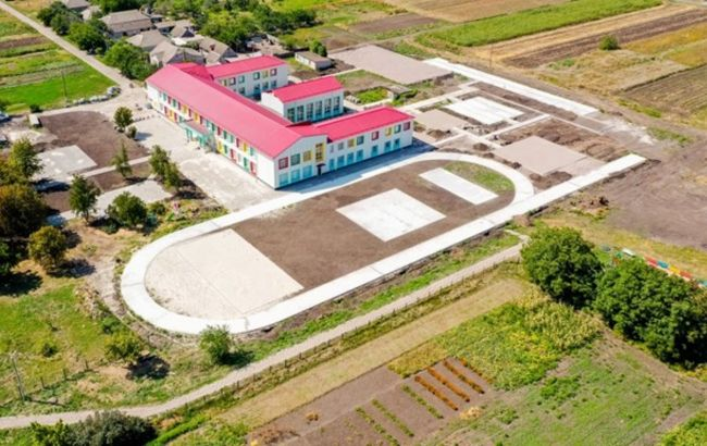 У Дніпропетровській області для учнів сільської школи строять новий стадіон