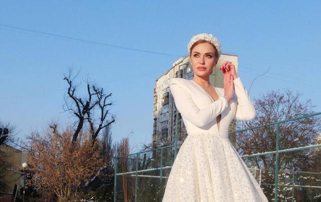 """Сказала """"так"""": Слава Камінська в прозорій білій сукні зі шлейфом заінтригувала заявою"""
