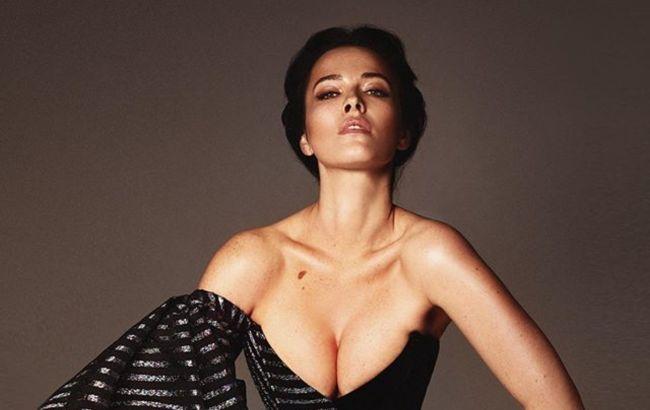 Даша Астафьева засветила роскошную грудь в экстравагантном наряде: космическая красота