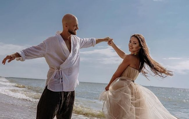 Отдаться полностью: Влад Яма с женой завели сеть возбуждающими откровенными танцами