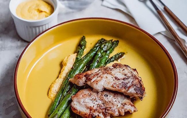 Свято смаку: курячі стегна з кремом з фети і моркви