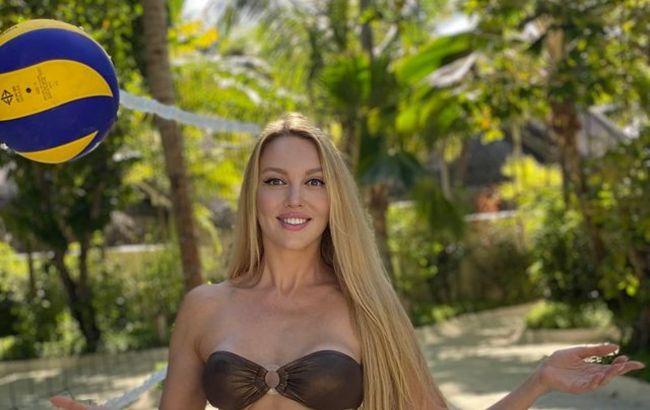 Оля Полякова блиснула оголеними сідницями серед райських краєвидів: яка ж апетитна