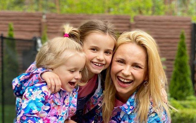 Девочки-зажигалки! Лилия Ребрик вызвала восторг в сети харизматичным танцем доченьки