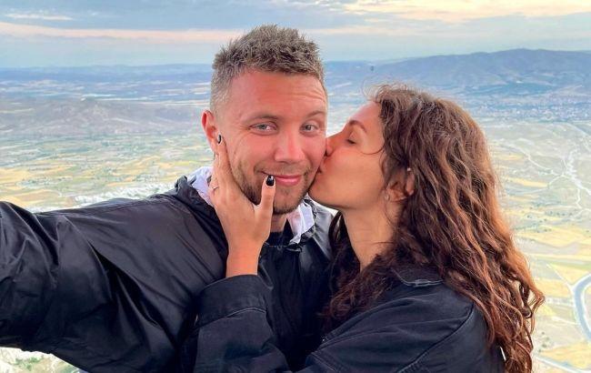 Подарунок з бантом на попі: Холостяк 11 звернувся до коханої в особливий день