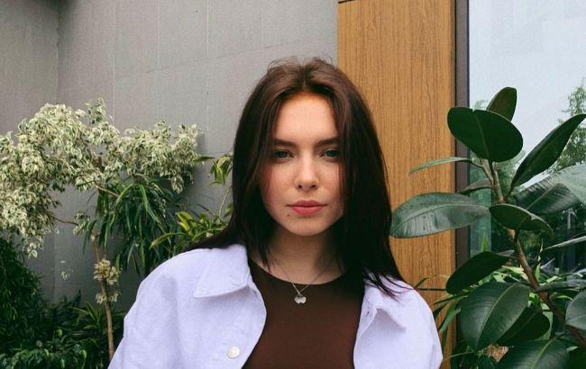 Глаз не оторвать: дочь Елены Кравец показала эксперименты с маминой косметикой