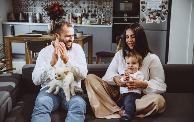 Идеальная семья! Джамала покорила безуречным джинсовым family look с мужем и сыночком