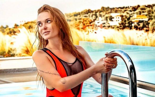 """Вогонь вогнів! Слава Камінська показала все у ванній і подражнила """"апетитним"""" фото з басейну"""