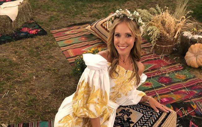 Весь світ зачекає: тендітна Катя Осадча в бікіні показала своє абсолютне щастя