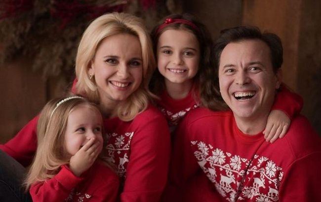 На душе спокойно и уютно: Лилия Ребрик с мужем и дочками согрела абсолютным счастьем