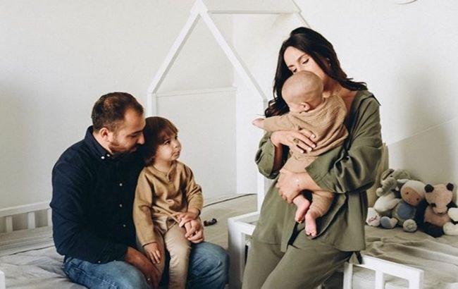 Щаслива Джамала з чоловіком і дітьми поділилася секретами сімейної гармонії: дотримуватися правил
